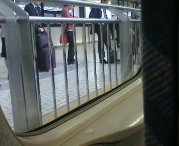 ひかり待つ列(1号車前の一部)